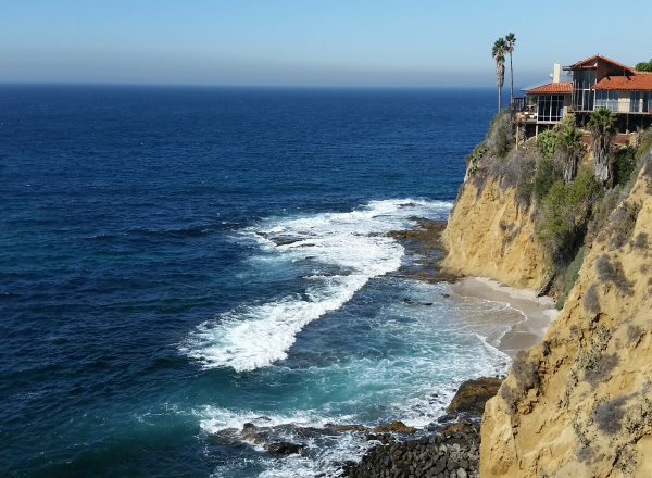 CROWN POINT  Laguna Beach Real Estate